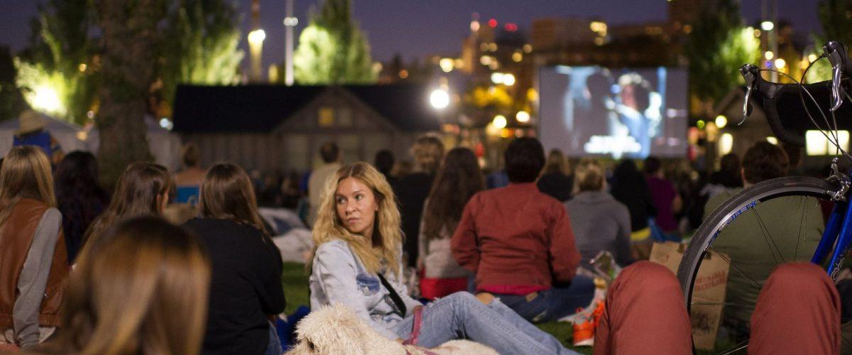 outdoor-movie_151308-1560x1040